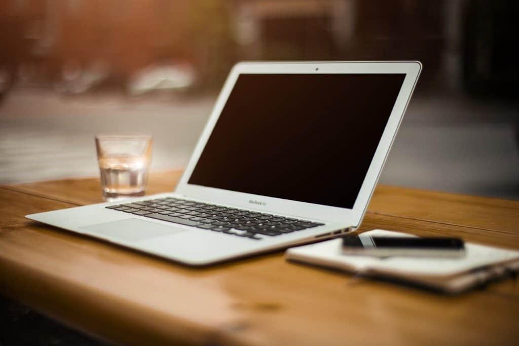 שולחן ומחשב